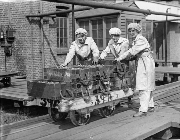 Women munition workers